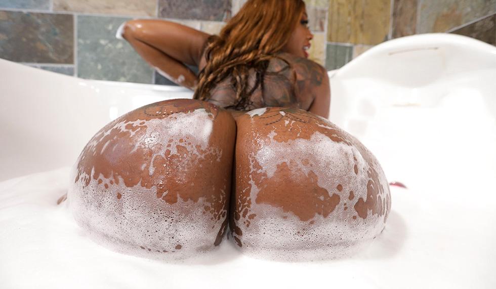 Victoria Cakes – Victoria Cakes Fucks The Plumber – AssParade